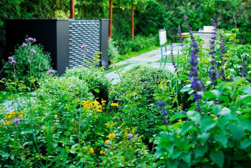 Ornamental Garden「Water fountain in modern back yard.」:スマホ壁紙(13)