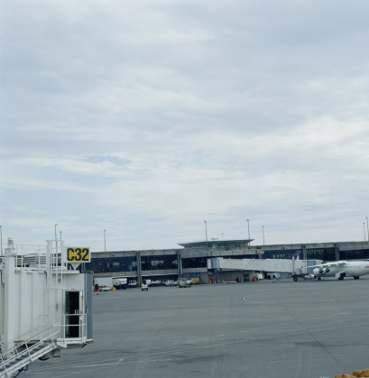 Passenger Boarding Bridge「Airport exterior」:スマホ壁紙(17)