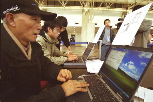 Computer Software「Chinese Windows Microsoft XP Launch」:写真・画像(9)[壁紙.com]