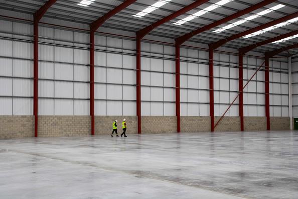 Empty「Warehouse showing new concrete slab」:写真・画像(12)[壁紙.com]