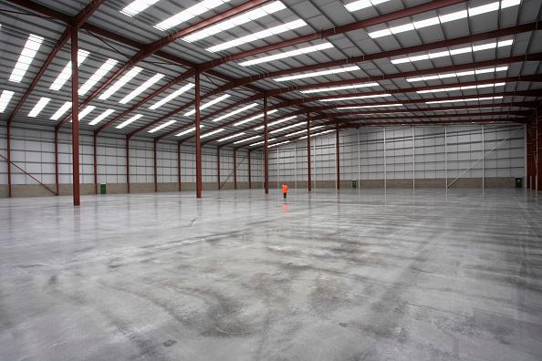 Sparse「Warehouse showing new concrete slab」:写真・画像(12)[壁紙.com]