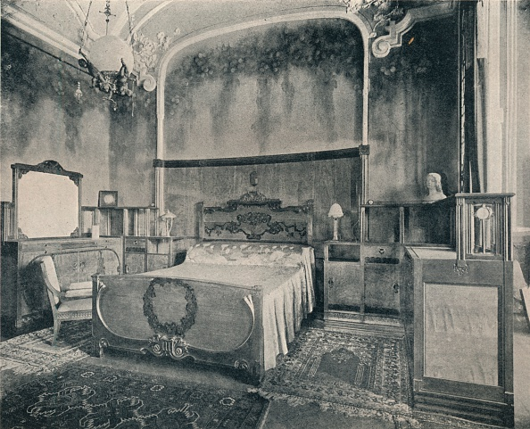 Bedroom「Bedroom with Furniture in Walnut and Citron Wood 1915」:写真・画像(1)[壁紙.com]