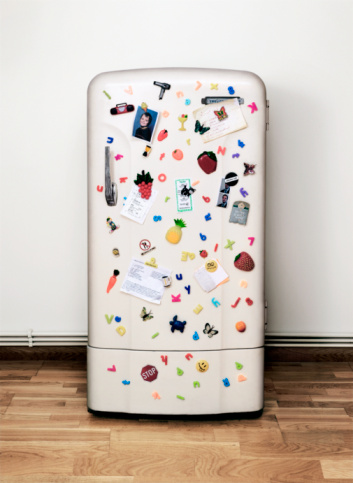 Magnet「Fridge covered in magnets, notes and photographs」:スマホ壁紙(13)