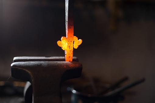Blacksmith Shop「Molten Knife Handle Shaped into Ram Horns」:スマホ壁紙(19)