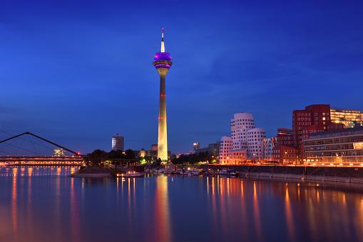 Government Building「Dusseldorf, Germany」:スマホ壁紙(9)