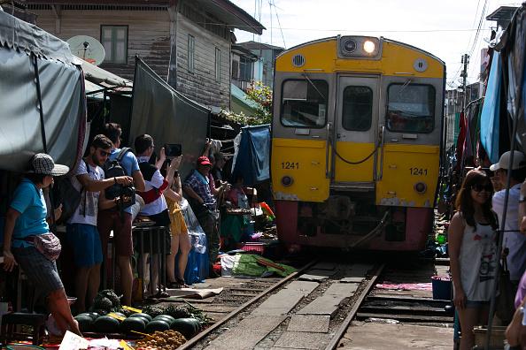 Tourism「Thailand's Maeklong Train Market」:写真・画像(1)[壁紙.com]