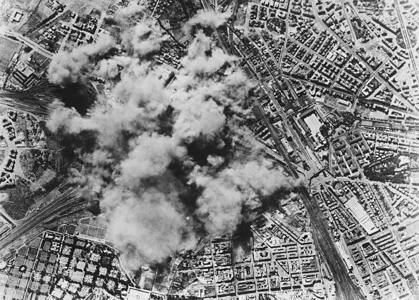 Bomb「US Air Raid On Rome」:写真・画像(12)[壁紙.com]