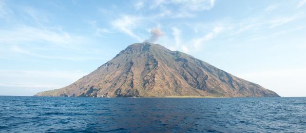 Stromboli Island「stromboli in italy」:スマホ壁紙(16)