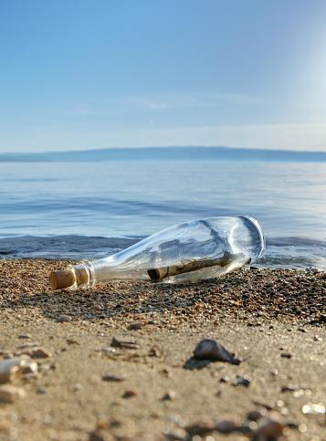 Desert Island「Message in a bottle」:スマホ壁紙(17)
