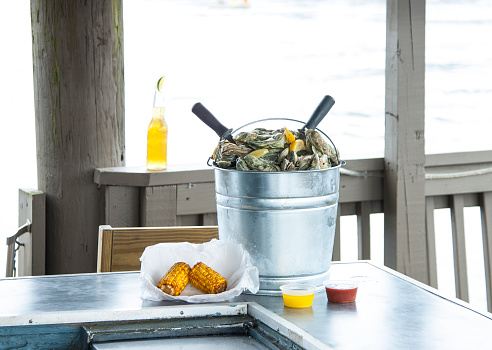 Atlantic Intracoastal Waterway「Bucket Of Fresh Oysters, Corn On The Cob, Beverage, Waterfront」:スマホ壁紙(9)