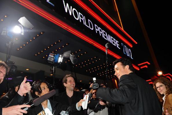 "LA Live「Premiere Of Sony Pictures' ""2012"" - Arrivals」:写真・画像(8)[壁紙.com]"