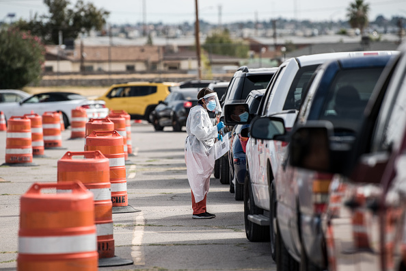 Waiting「El Paso Imposes New Lockdown Measures As Coronavirus Infections Soar」:写真・画像(4)[壁紙.com]