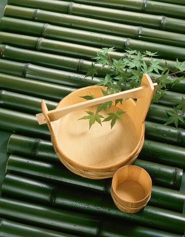 Sake「Wooden bucket and saki cups on bamboo」:スマホ壁紙(17)