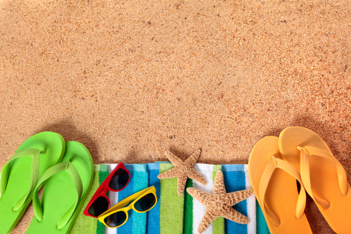 Flip-Flop「Beach background with sunglasses and flip flops」:スマホ壁紙(14)