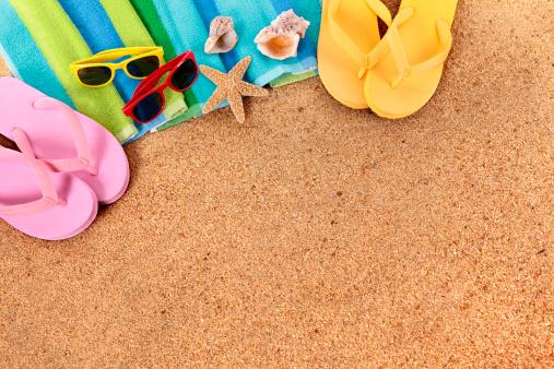 Sunglasses「Beach background with sunglasses and flip flops」:スマホ壁紙(10)