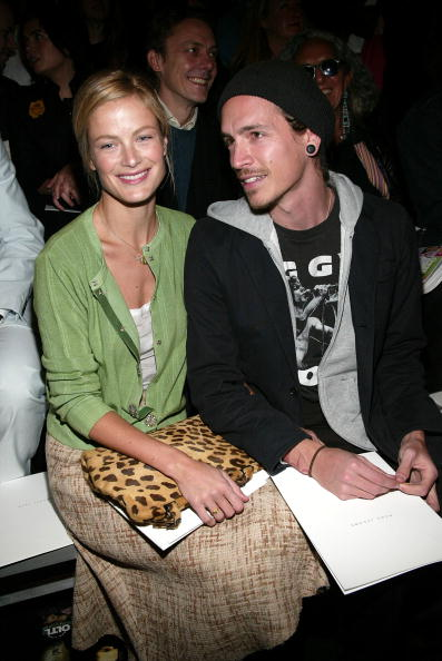 Armory「NYC: Marc Jacobs - Fall 2004 - Front Row」:写真・画像(18)[壁紙.com]