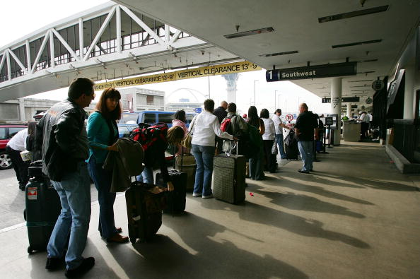 LAX Airport「Holiday Travelers Brave Thanksgiving Exodus」:写真・画像(7)[壁紙.com]
