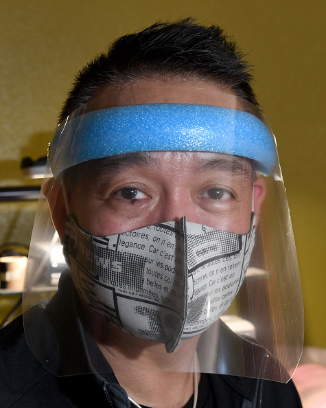 Infectious Disease「Las Vegas Doctor Makes Masks And Face Shields Out Of His Home During COVID-19 Pandemic」:写真・画像(5)[壁紙.com]