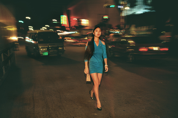 One Woman Only「China, Shenzen, prostitute walking along the streets at night.」:写真・画像(9)[壁紙.com]