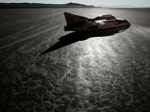 Race Car Driver「Race car and driver on dry lake bed」:スマホ壁紙(0)