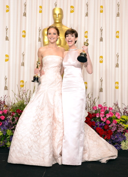 Actress Anne Hathaway「85th Annual Academy Awards - Press Room」:写真・画像(1)[壁紙.com]