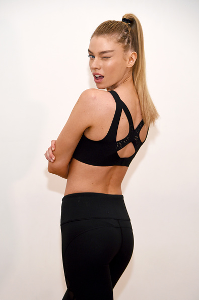 Ponytail「Train Like A Victoria's Secret Angel With Stella Maxwell At Sky Ting Yoga」:写真・画像(12)[壁紙.com]