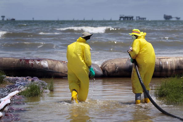 Water Pollution「Gulf Coast Battles Continued Spread Of Oil In Its Waters And Coastline」:写真・画像(12)[壁紙.com]
