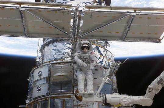 Hubble Space Telescope「Hubble Space Telescope Repair」:写真・画像(7)[壁紙.com]