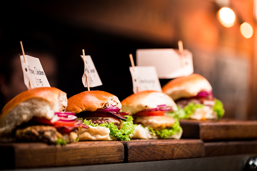 Borough Market「Fresh flame grilled burgers displayed in a row at food market」:スマホ壁紙(6)