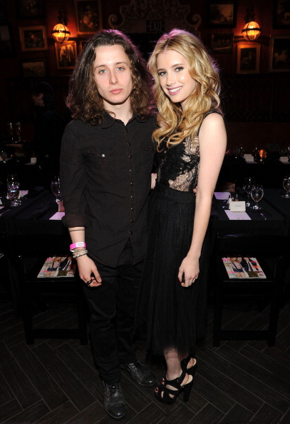 Suede「NYLON Magazine May Young Hollywood Celebration Hosted By Emma Roberts And Rory Culkin Presented By Youtube And Onitsuka Tiger - Inside」:写真・画像(10)[壁紙.com]