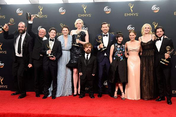 Versace Dress「68th Annual Primetime Emmy Awards - Press Room」:写真・画像(4)[壁紙.com]