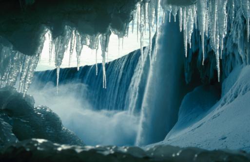 Spraying「Frozen icicles at Niagara Falls , Ontario , Canada」:スマホ壁紙(14)