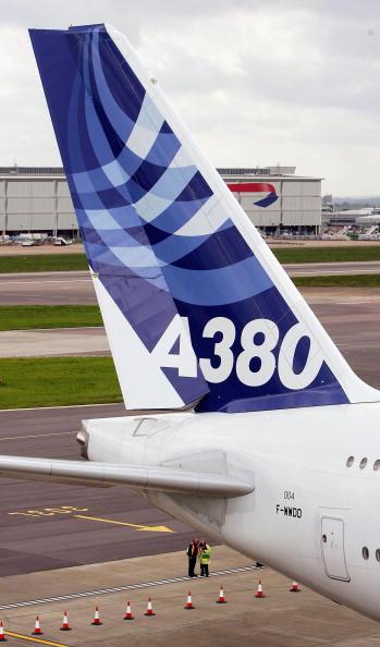 Heathrow Airport「Airbus A380 Super Jumbo Debut Landing At Heathrow」:写真・画像(10)[壁紙.com]