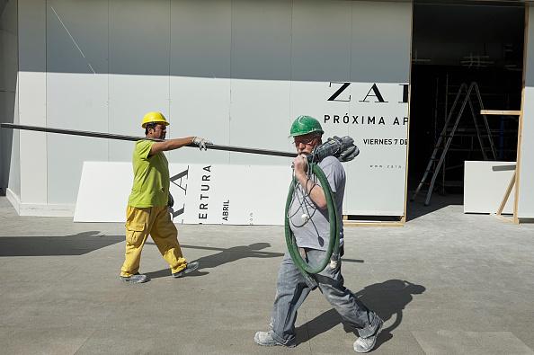 Zara - Brand-name「Wold's Biggest Zara Store Opening Preparations in Madrid」:写真・画像(8)[壁紙.com]