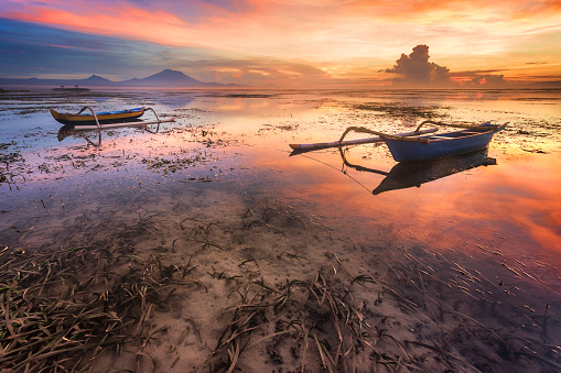 Active Volcano「Two boats at sunrise in Bali, Indonesia」:スマホ壁紙(11)
