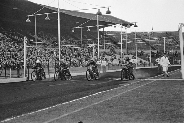 Motor Racing Track「Speedway At Wembley Stadium」:写真・画像(1)[壁紙.com]