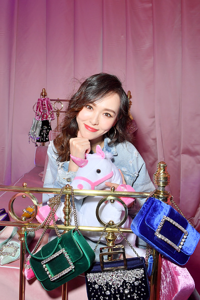 Angelababy「Roger Vivier: Day Dream Vivier - Press Day - Paris Fashion Week Womenswear Fall/Winter 2019/2020」:写真・画像(8)[壁紙.com]