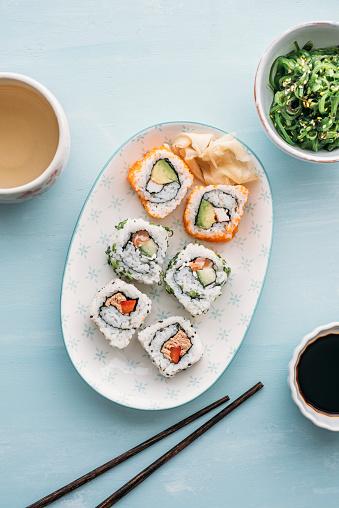 Seaweed「Sushi rolls on a plate, Wakame seaweed salad and green tea」:スマホ壁紙(6)