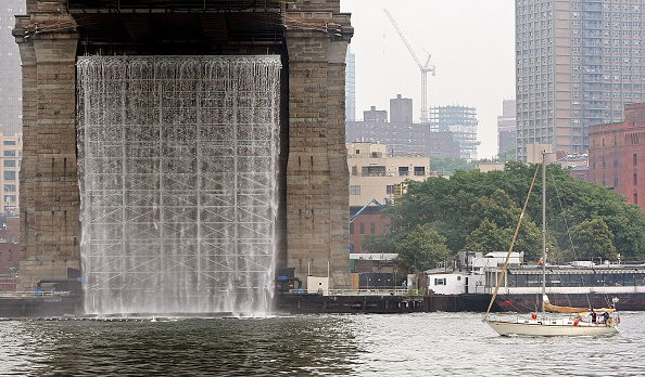 風景「Artist Installs Waterfalls Around New York City」:写真・画像(19)[壁紙.com]