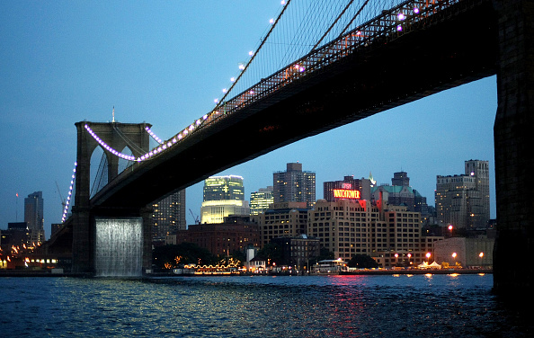 Brooklyn Bridge「Art Installation Of Waterfalls Takes Over East River Views」:写真・画像(13)[壁紙.com]