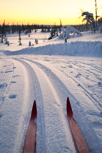 Ski Holiday「Cross-country skiing in the mountains at sunset, Synnfjell Oppland County Norway」:スマホ壁紙(10)
