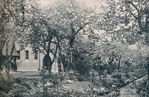 Flowerbed「Example of orchard garden」:写真・画像(13)[壁紙.com]