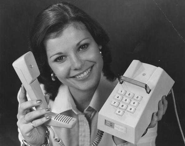 Communication「New Phone」:写真・画像(12)[壁紙.com]