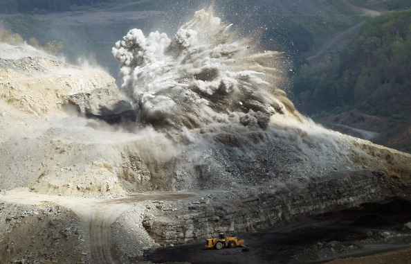 Mining - Natural Resources「Impact Of Coal Mining Operations Leave Scars In Appalachia」:写真・画像(8)[壁紙.com]