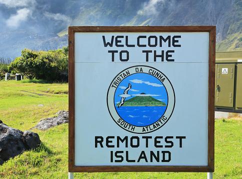 Volcano「Sign to describe remoteness of Tristan da Cunha, St Helena in the South Atlantic.」:スマホ壁紙(3)