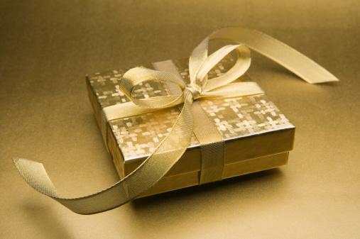 プレゼント「Gold wrapped gift box」:スマホ壁紙(7)