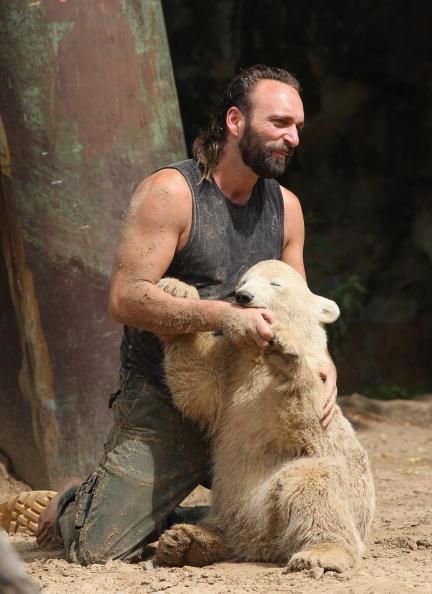 "Animals In Captivity「Berlin Zoo Keepers Continue To Rear Polar Bear Cub ""Knut""」:写真・画像(13)[壁紙.com]"