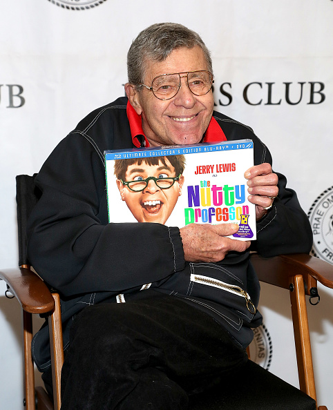 "50th Anniversary「Friars Club Celebrates Jerry Lewis And 50th Anniversary Of ""The Nutty Professor"" - Arrivals」:写真・画像(6)[壁紙.com]"