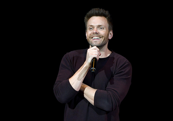 Comedian「Joel McHale Performs At The Treasure Island In Las Vegas」:写真・画像(6)[壁紙.com]