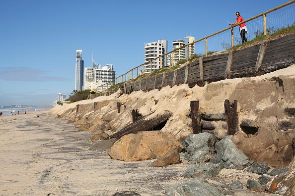 Eroded「Gold Coast Battles Beach Erosion」:写真・画像(13)[壁紙.com]
